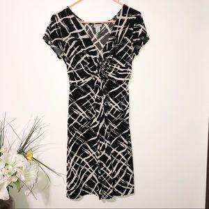 Dresses & Skirts - Motherhood black and off white twist front medium